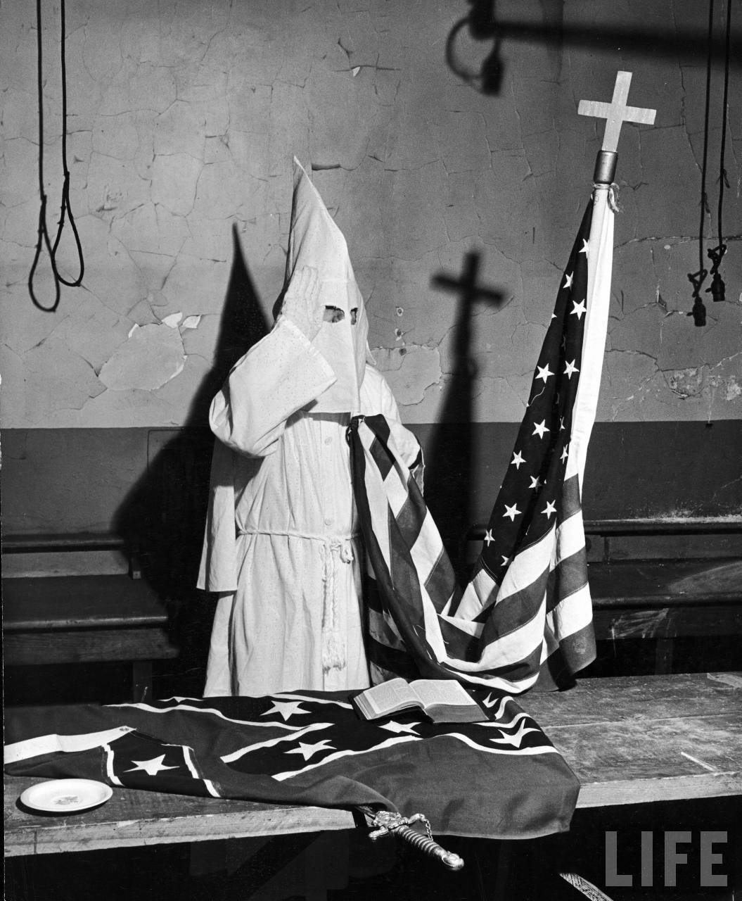 kkk cross flag.jpg