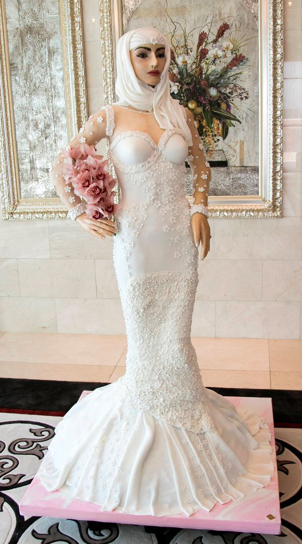 Wedding-cake-shaped-like-a-bride-used-more-than-1000-eggs-and-costs-$1-million.jpg